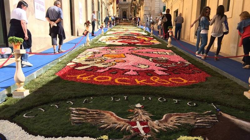 Dal 17 al 19 maggio torna l'Infiorata di Noto: il tema è i Siciliani nel Mondo