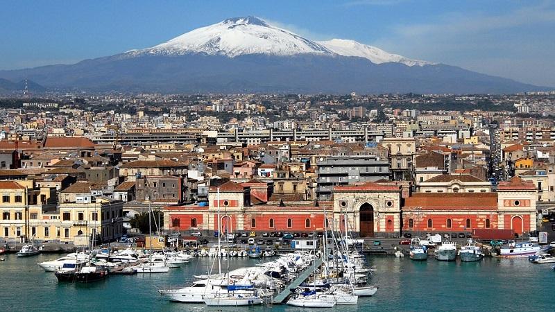 Catania, la città nata tra l'Etna e il mare