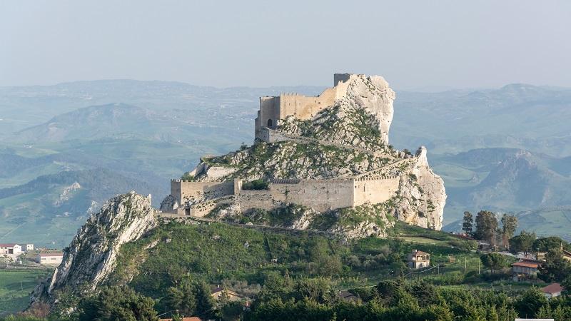 La provincia di Caltanissetta, tra antiche polis greche, castelli e vigneti
