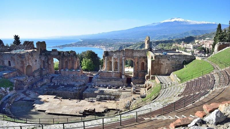 La provincia di Messina: un viaggio da Taormina alle Isole Eolie